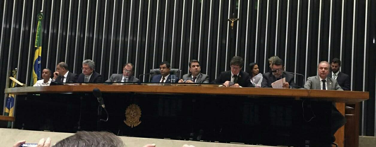 Na foto, de autoria do Sr. Carlos Macedo, a Mesa diretora dos trabalhos da Comissão Geral.