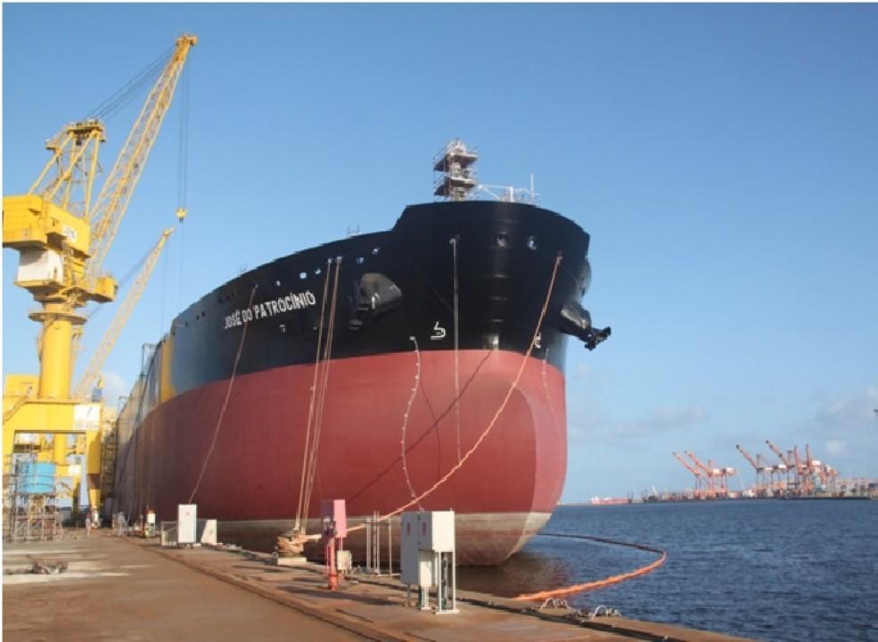 Navio petroleiro Suexmaz José do Patrocínio no caís do EAS (PE)- Foto – divulgação Ministério dos Transportes