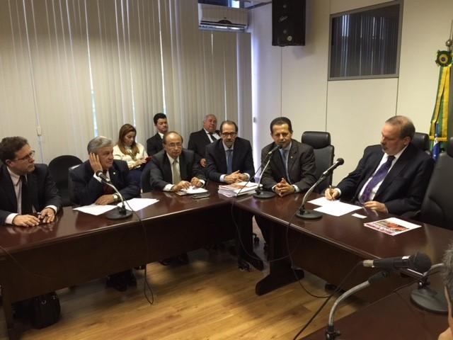 O ministro do Desenvolvimento, Indústria e Comércio Exterior, Armando Monteiro, reuniu-se dia 7/7/2015, no ministério com o Fórum Permanente sobre a indústria construção naval.  (Foto: MDIC)