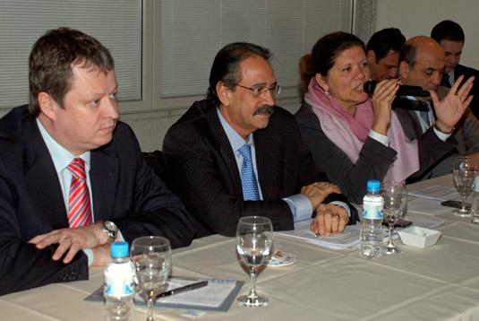 Edson Costa, superintendente geral do Banco do Brasil no Rio de Janeiro, Ariovaldo Rocha, presidente do SINAVAL, Débora Teixeira,   chefe do Departamento do Fundo de Marinha Mercante (FMM), e Angelo Bellelis, presidente do Estaleiro Atlântico Sul.