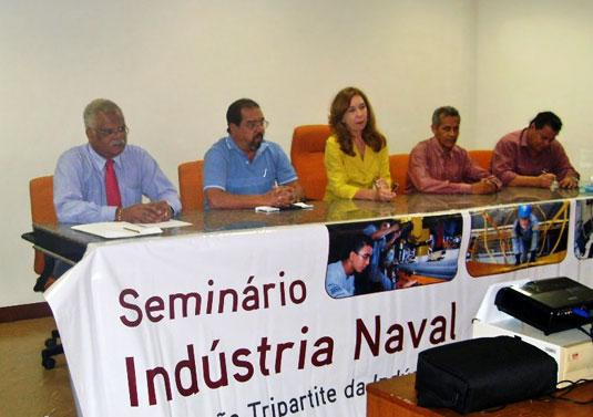 REUNIÃO DO CT NAVAL NO PARÁ – A reunião realizada em Belém (PA), em junho de 2009, contou com a participação de (da esquerda para a direita): Jorge Faria (Sinaval), Edson Carlos Rocha (Confederação Nacional dos Metalúrgicos), Vera Albuquerque (Ministério do Trabalho e Emprego), José Ribaramar (Secretaria Regional do Trabalho e Emprego) e Luiz Rebelo (Vice-Presidente Sinaval).