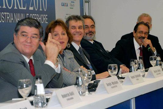 Na abertura da Navalshore 2010 (da esquerda para direita) Sergio Machado, presidente da Transpetro; Renata Cavalcanti, sub-secretária de desenvolvimento e energia do Estado do RJ; Marcos Godoy, diretor da revista Portos e Navios; Djalma Netto, coordenador de projetos do FMM; e Ariovaldo Rocha, presidente do SINAVAL.