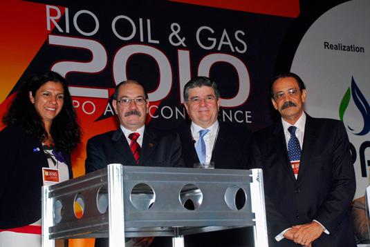 A presidente da Caixa, Maria Fernanda Coelho; Augusto Galvão, do Ministério dos Transportes;   Sergio Machado, presidente da Transpetro e Ariovaldo Rocha, presidente do SINAVAL