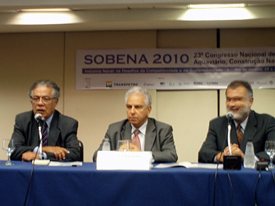 Alceu Mariano, presidente da SOBENA; Segen Estefen, Coppe-Ufrj e Sergio Garcia, DNV, na mesa de   abertura do evento de apresentação da RICINO