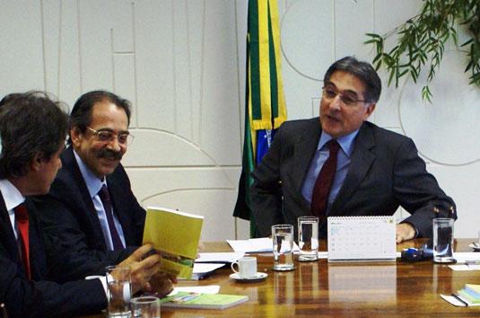Na foto Augusto Mendonça, Ariovaldo Rocha e o Ministro Fernando Pimentel. [Foto: Djacir Almeida/MDIC]