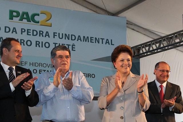 A Presidenta Dilma Rousseff lança pedra fundamental do Estaleiro Rio Tietê, em Araçatuba (SP), ao lado do prefeito de São Paulo, Gilberto Kassab; do presidente da Transpetro, Sergio Machado e do Governador de São Paulo, Geraldo Alckmin. (Foto:Roberto Stuckert)
